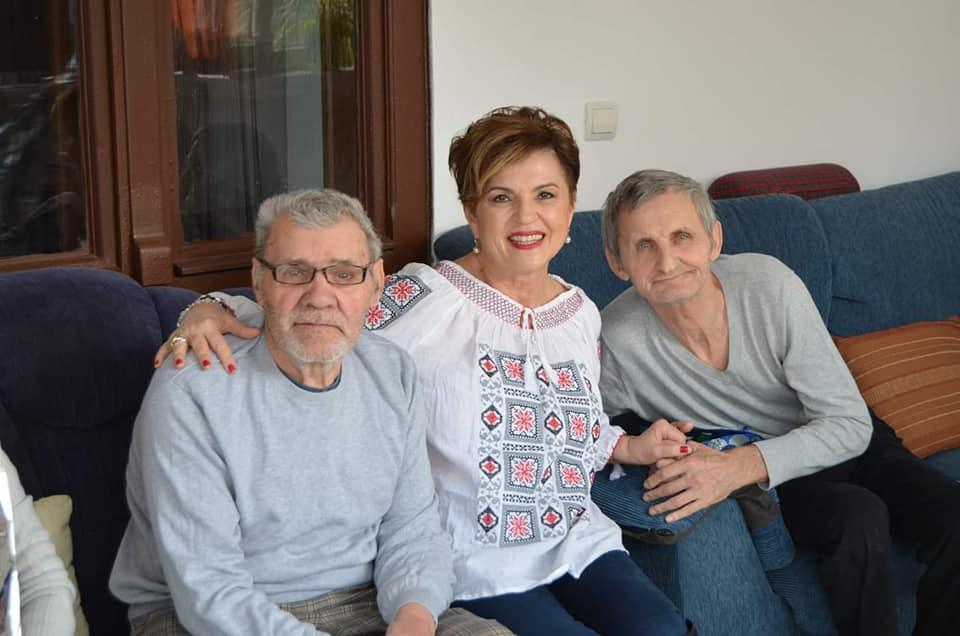Întâlniri în casele de bătrâni | LOGON Revistă